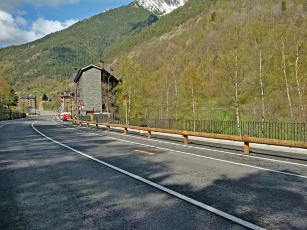 Barrera-metal-madera-T22-4m-Andorra