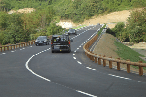 Steel backed timber guardrail T18 - CE Road safety equipement