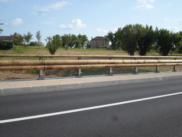Glissière de sécurité route bord de pont bois-métal
