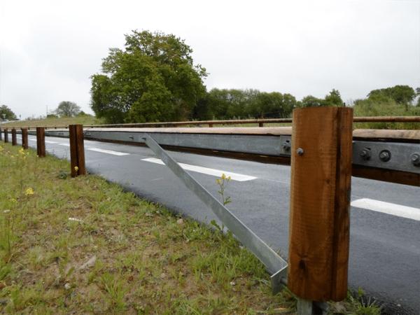 Sécurité routière glissière bois-métal TM18