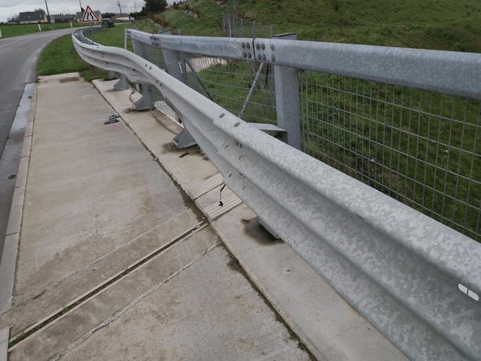 Jeune Service Tertu - Réparation des barrières de sécurité routière MS-69