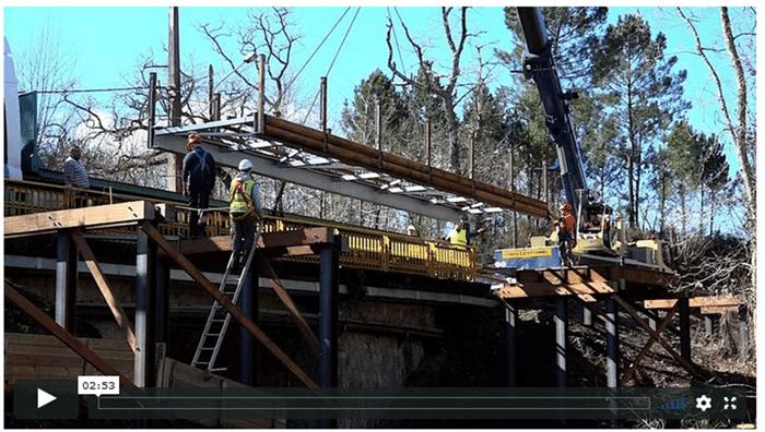 Reportage sur le grutage de la passerelle mixte de Mios
