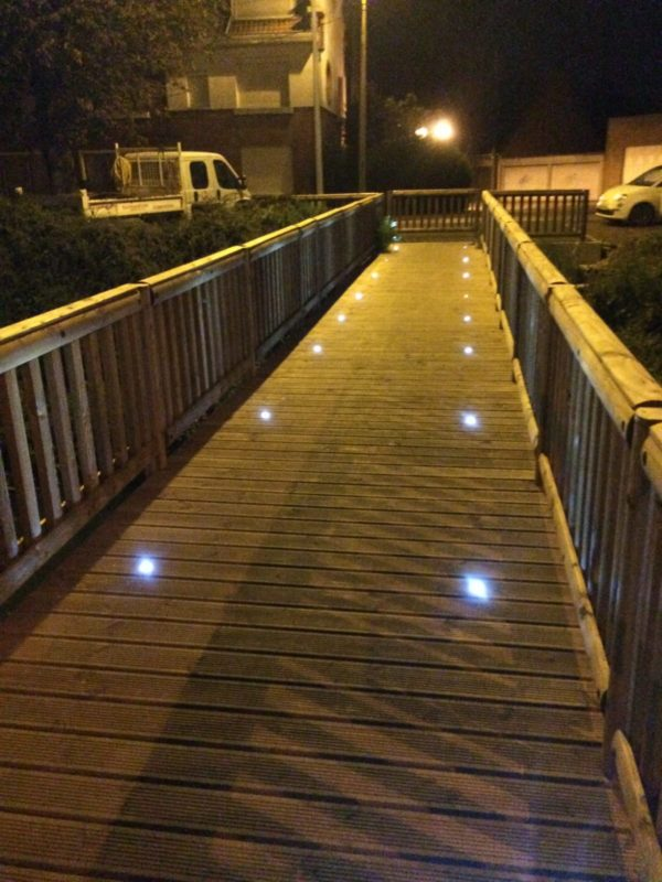Pasarela madera y metal recta Hirson con LED