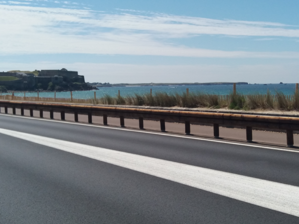 Barriere_securite_routiere_voie_cyclable_morbihan