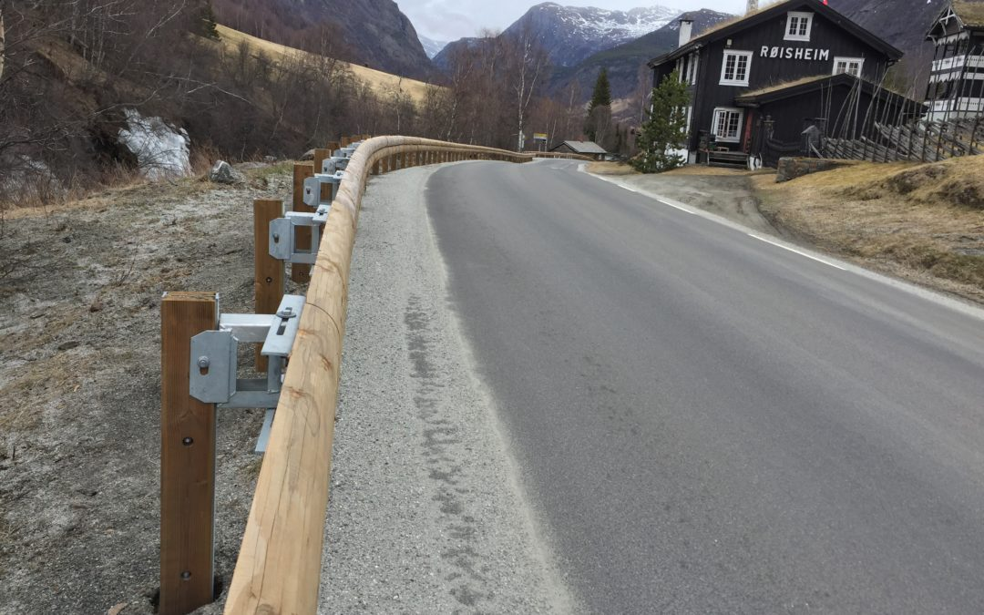 New job of Tertu steel backed timber guardrail in Norway