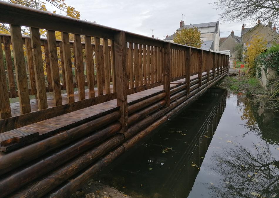 Une passerelle bois-métal de 22 m de long à St Maur