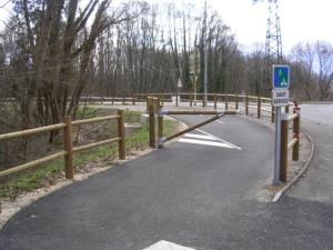 Accès voie piétonne piste cyclable